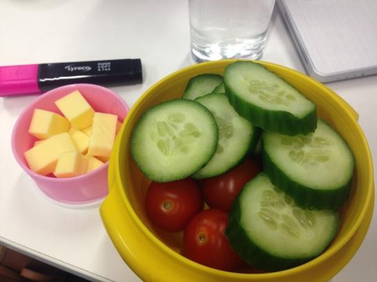 Veganer Käse und Gemüse