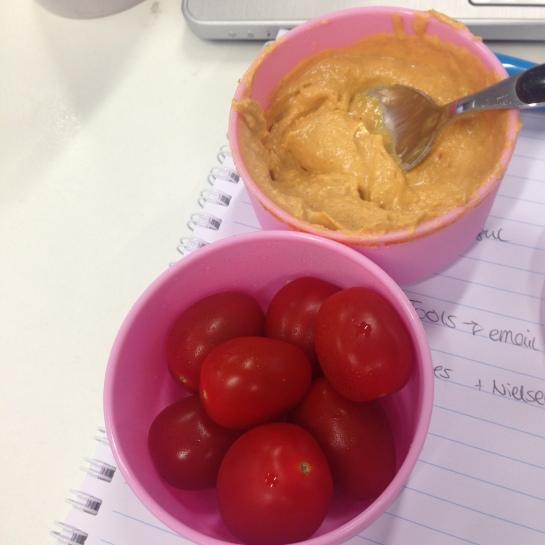 Tomaten mit Hummus