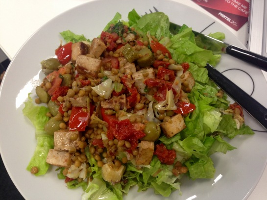 Salat mit Linsen und Tofu